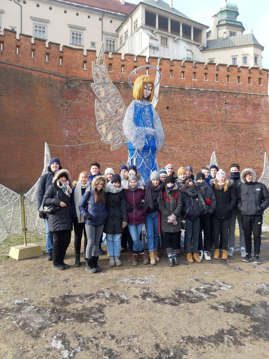Die Gruppe bei frostigen Temperaturen am Fuße des Wawel in Krakau