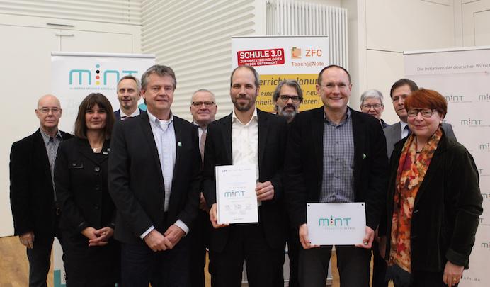 Die Auszeichnung nahmen Hr. Petersen, Hr. Dr. Borg und Hr. Oehl entgegen.